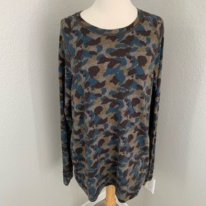 BDG Urban Outfitters Camo top
